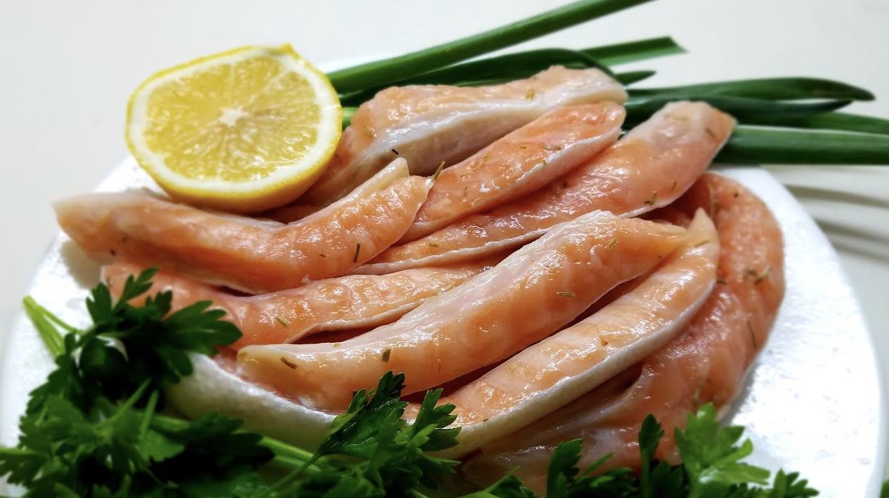 Соленые брюшки красной рыбы